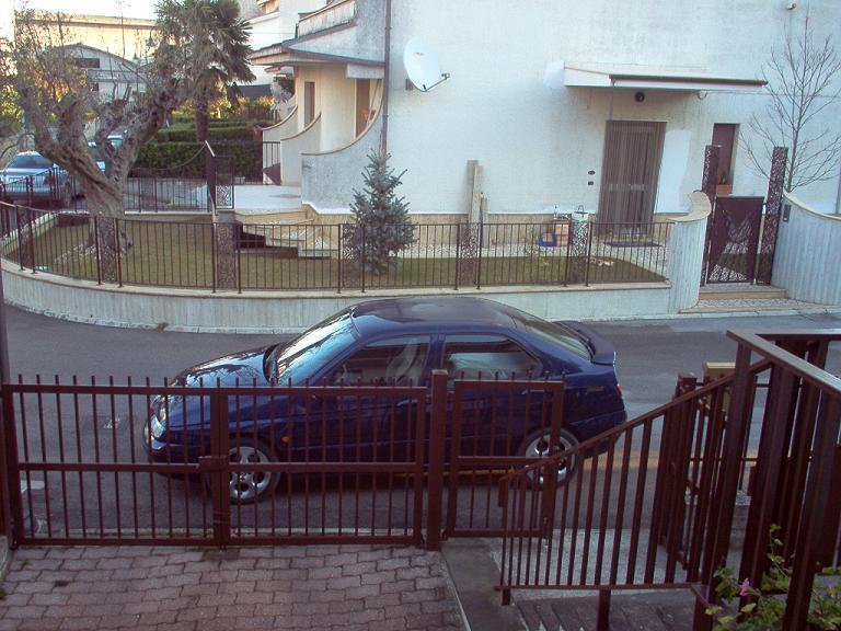 By emporio bigatti la macchina di papa 39 for Costo del garage di una macchina